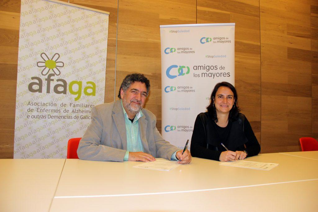 Foto de la firma del convenio entre Afaga y Amigos dos Maiores